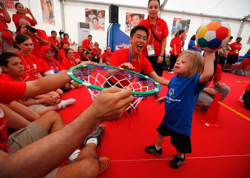 1000x667-Who-We-Are-Slide--2011-Mattel-Volunteers-with-YA.jpg