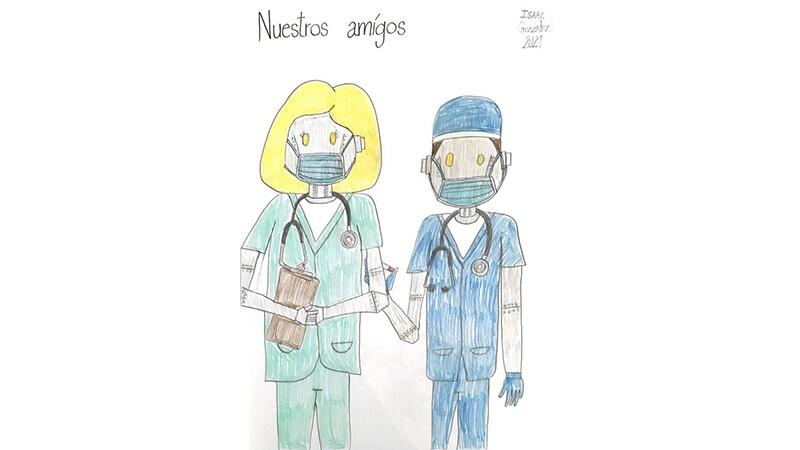 Una doctora robot y un doctor robot, vestidos con sus batas de quirófano y mascarillas.