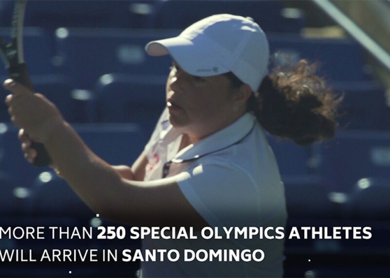 Special Olympics Athlete playing tennis and completing a swing. She is wearing a white hat and shirt with a Special Olympics logo. Text on the image reads: more than 250 Special Olympics Athletes will arrive in Santo Domingo.
