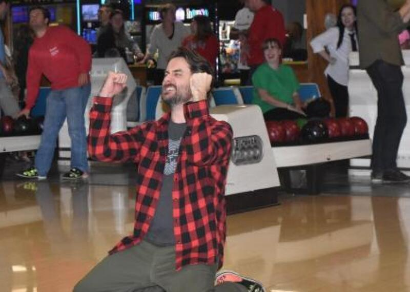 BFTG19 bowler on knees