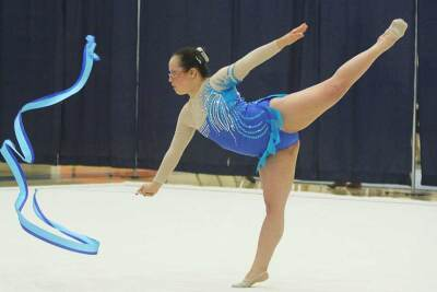 Lani De Mello Painting Rythmic Gymnastics.