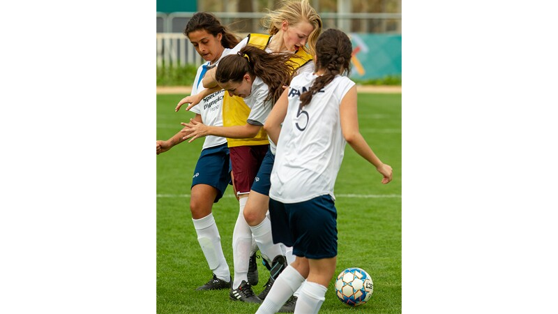 World Games Abu Dhabi 2019: female athletes on the pitch playing European football.