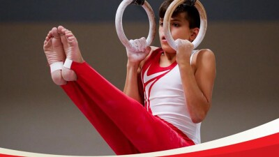 young man performing on the rings.