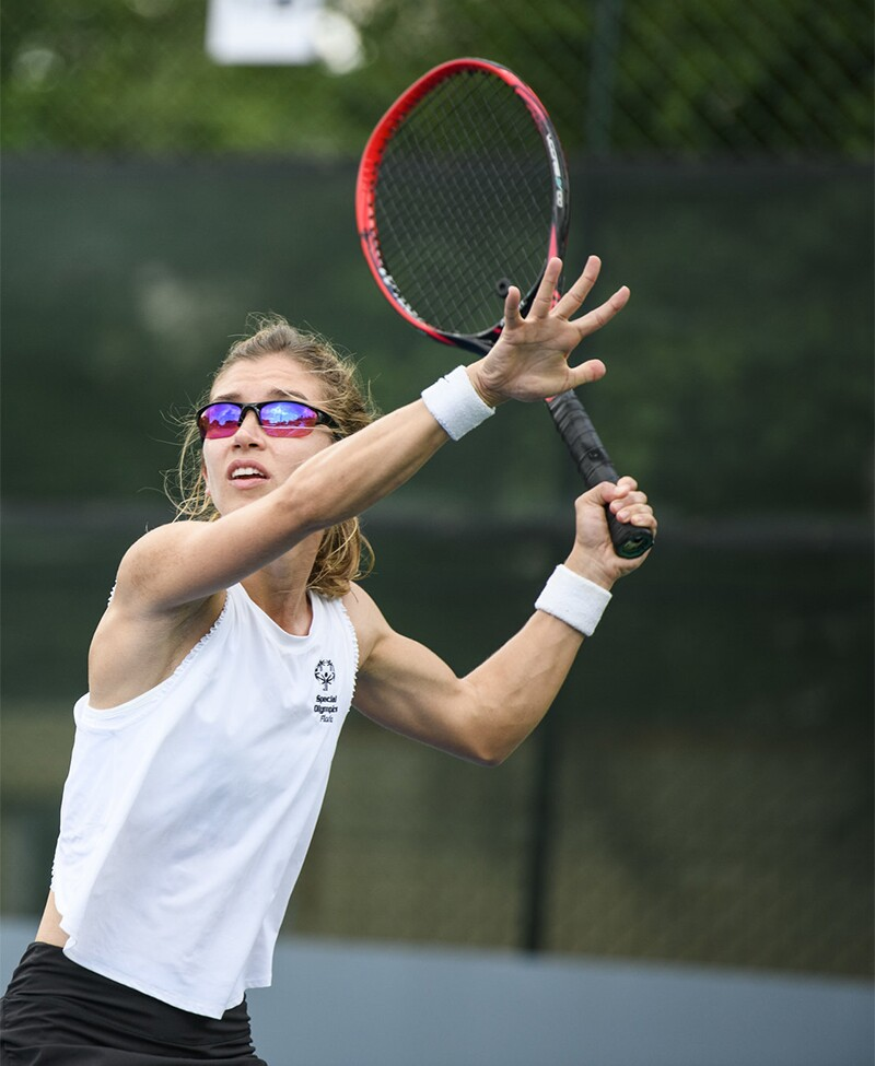 Female athlete playing tennis.