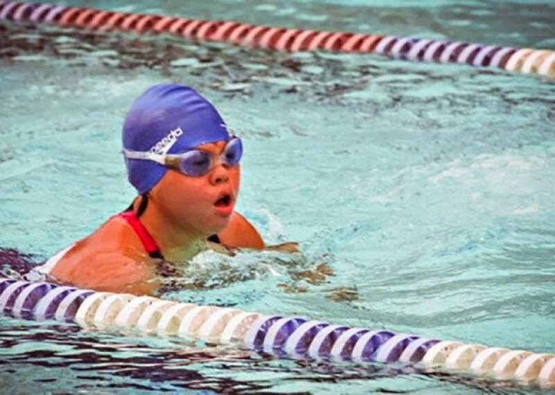 Stephanie Handojo swimming in a pool.