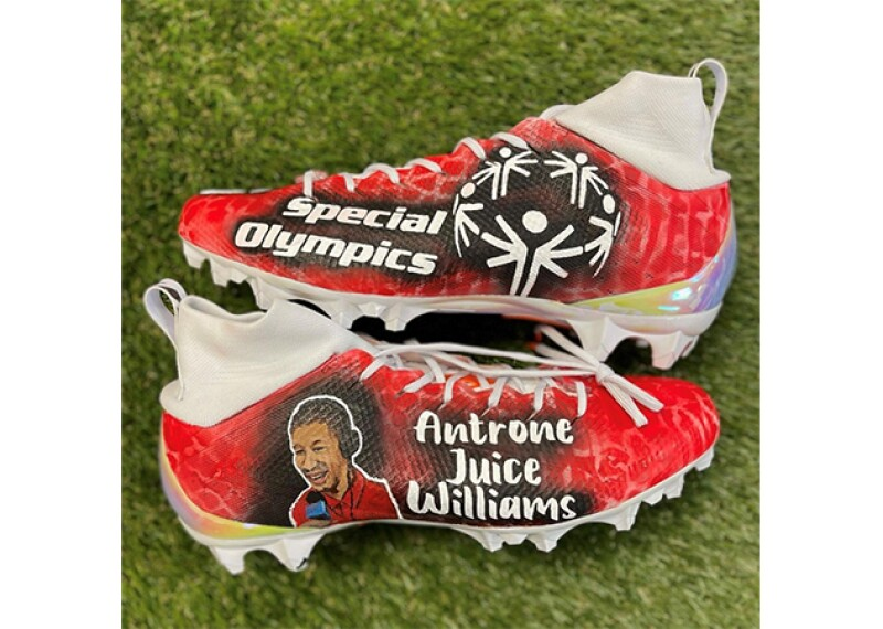 Baker Mayfield cleats, the text on the cleats reads: Special Olympics (on one side) and Antrone Juice Williams on the other side.