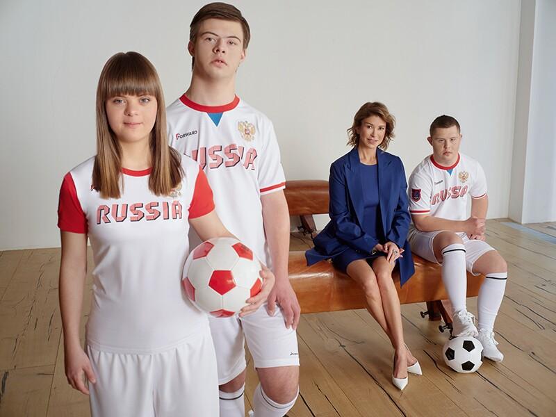 Masha Budina, Misha Stroyev, Yan Ovsienko and Olga Slutsker together in a group.
