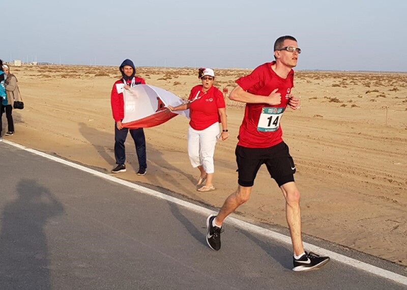 Francis Mauro, Special Olympics Gibraltar runner, running through the Abu Dhabi desert.