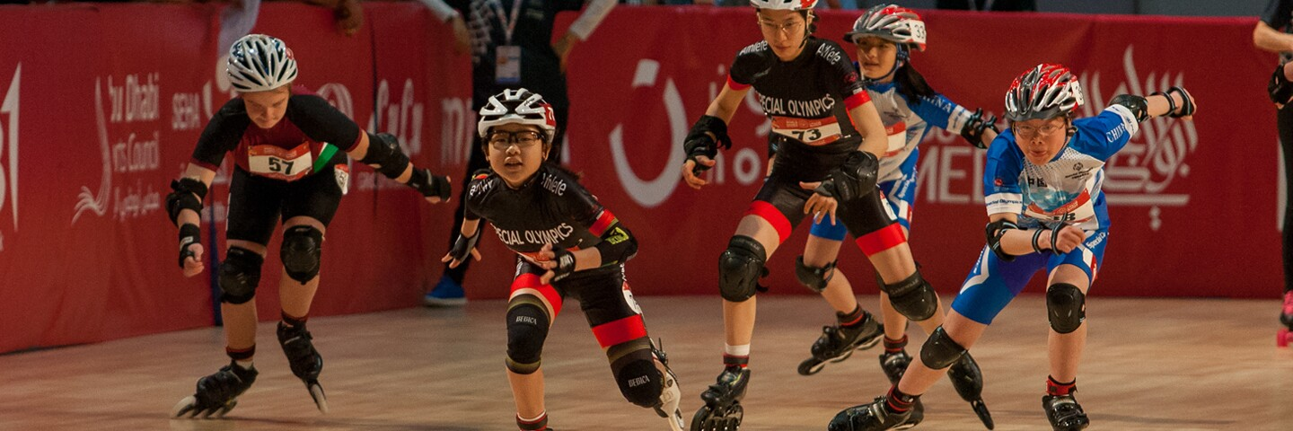 5 athletes racing in the roller skating rink.
