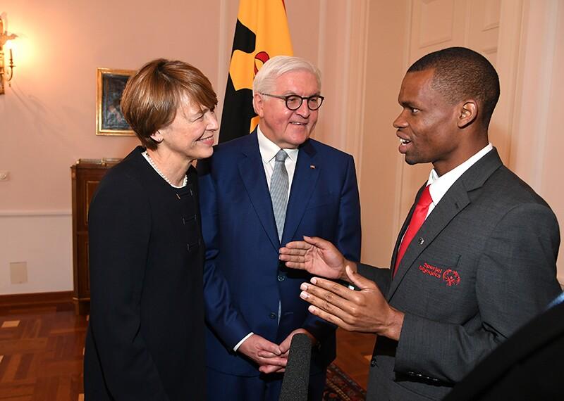 Athlete leader, Nyahsa Derera, speaking to Elke Büdenbender, First Lady of Germany, Frank-Walter Steinmeier, President of Germany.